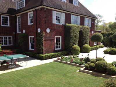 London,Hampstead-spring garden maintenance