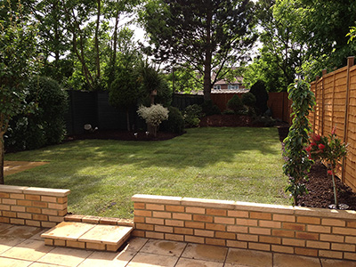 London, Wembley - front & back garden