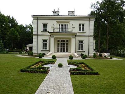 Surrey, Weybridge - front garden